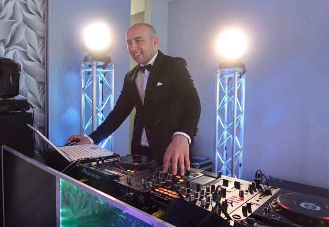 Dominik Szymoniak to idealny DJ na wesele w Krakowie