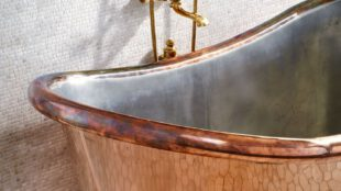 zdrowa kapiel w wannie miedzianej